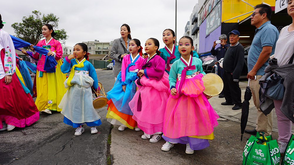46th Korean Parade, Kim Eung Hwa Korean Dance Academy, Los Angeles, CA (09-28-19)