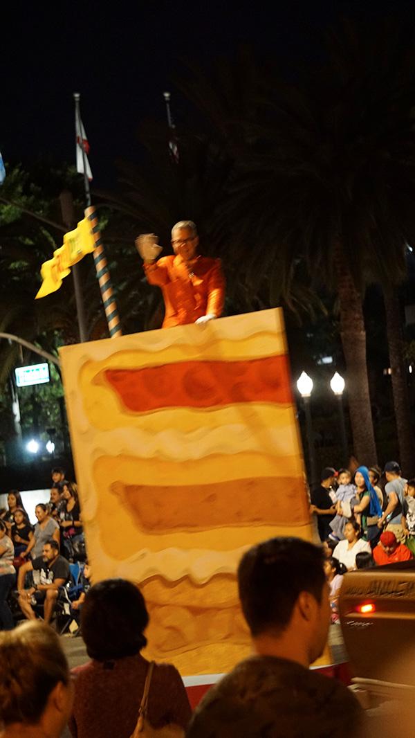 Anaheim Fall Festival-Halloween Parade-Charles Phoenix and his cherpumple cake float (a.k.a. cherry, pumpkin, apple layered) (10/26/19)